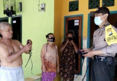 Bhabinkamtibmas Polres Kediri Kota Dibantu FKPM Bagikan 50 ribu Masker.
